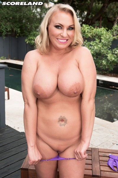 Chrissy Monroe - Blonde And Busty In Kentucky (2017/Scoreland/PornMegaLoad/1080p)