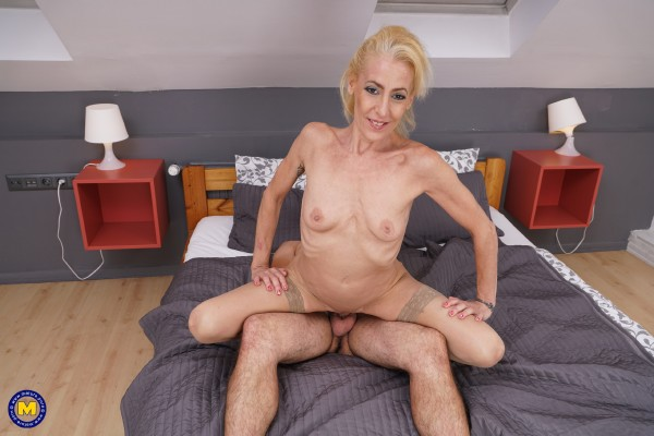 Yelena Vera (46) - Horny housewife doing her toyboy (2017/Mature.nl/SD)