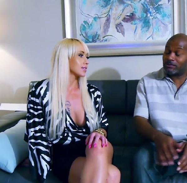 Christina Shine - Christina Shine come to USA and Love Black Cock (2017/PussyBandit/HD)