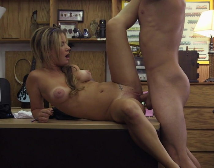 Amateurs - A Tip For The Waitress (XXXPawn)