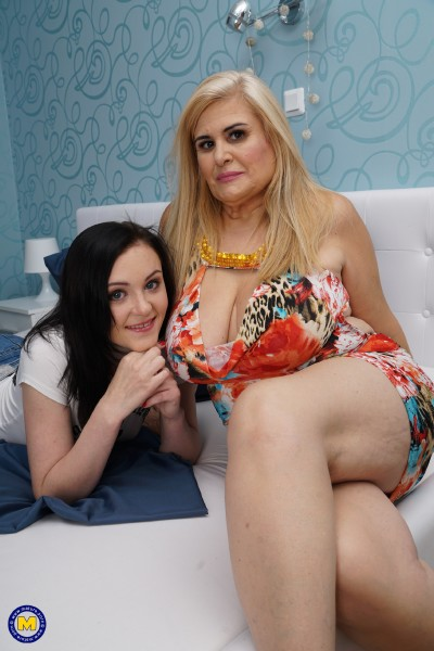 Kasia (20), Musa Libertina (EU) (52) - 2 old and young lesbians playing with eachother (2017/Mature.nl/SD)