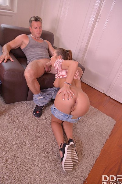 Renata Fox - Cum Delivery: A Lovely Teens Deep Throat Blowjob Experience (2017/OnlyBlowJob/DDFNetwork/SD)
