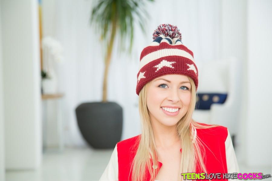 Zoey Monroe - Wild Zoey (TeensLoveHugeCocks/RealityKings)