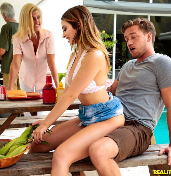 Quinn Wilde - Cumming To The Cookout (2017/SneakySex/RealityKings/SD)