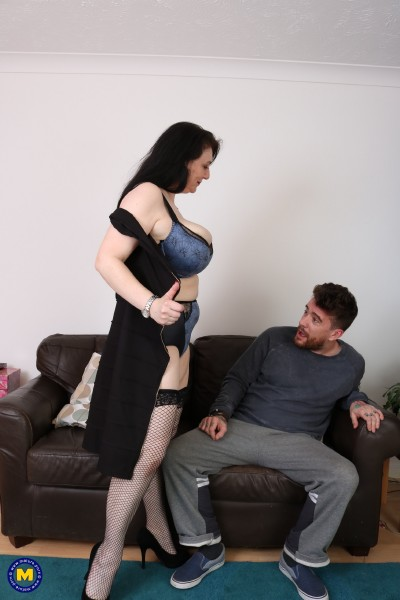 Sabrina Jade (EU) (50) - British big breasted housewife doing her toyboy (2017/Mature.nl/1080p)