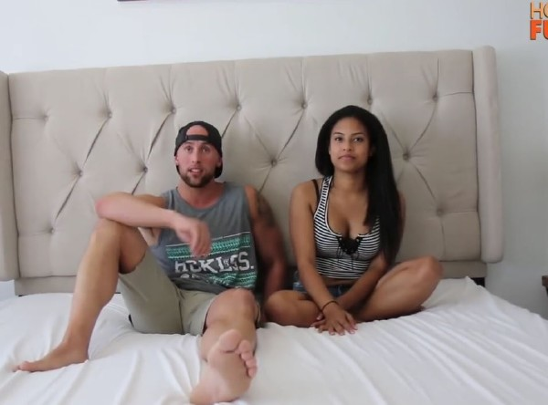 Amateurs - Hot Girl With Daddy Issues Fucks College Football Player (2017/HotGuysFuck/HD)