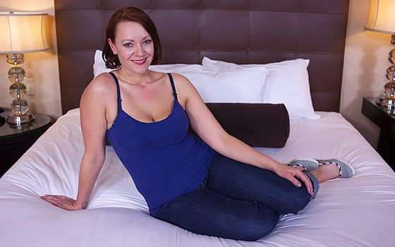 Jayne - All natural hot MILFY mom (2017/Mompov/HD)