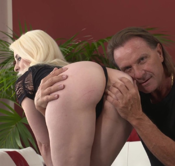 Ashlee Cox - Tight And Petite Anal Fanatic (2017/MMVFilms/1080p)