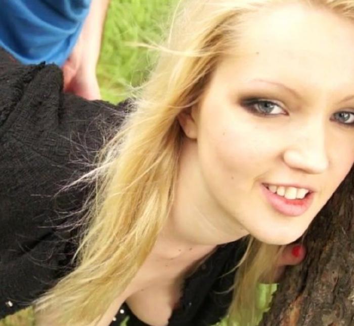 Chrissy - Photoshoot gone wild (Czechsexcasting)