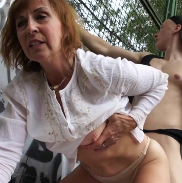 Amateurs - Granny Enjoys Public sex at the basketball court (2017/GrandMams/1080p)