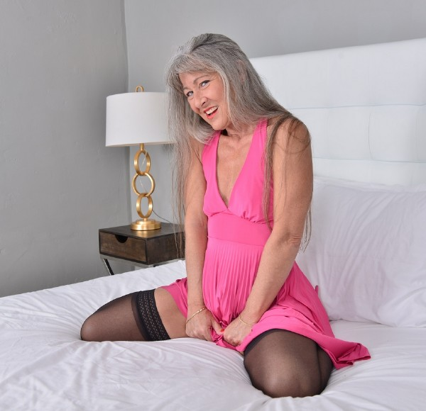 Leilani Lei (52) - Naughty American older lady playing with her toy (2017/Mature.nl/1080p)