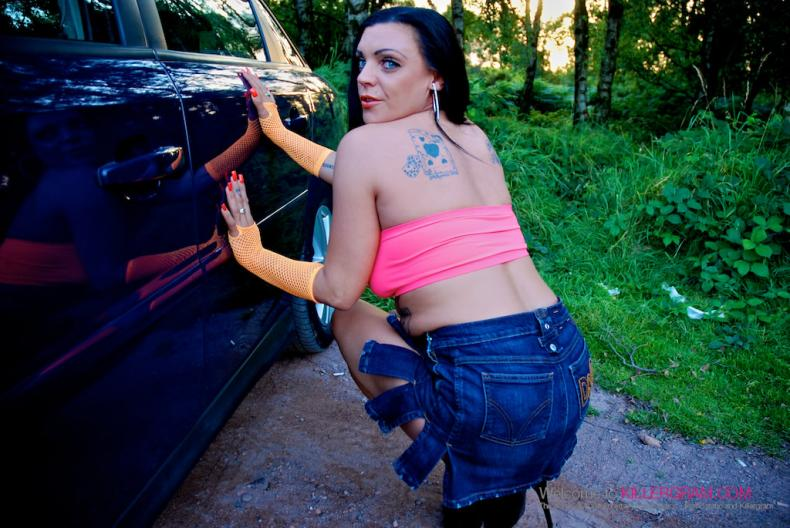 Leila Lixx - First Time Dogging (Killergram)
