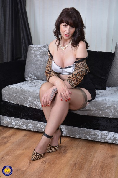 Toni Lace (EU) (51) - British housewife playing with herself (2017/Mature.nl/SD)