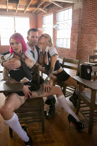 Small Hands, Sarah Jessie, Lily Lane, Anna Bell Peaks, Jessica Drake - Jessica Drake Is Wicked, Scene 4 (2017/Wicked/HD)