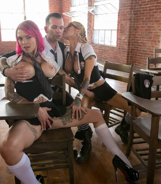 Sarah Jessie, Lily Lane, Anna Bell Peaks, Jessica Drake - Jessica Drake Is Wicked, Scene 4 (2017/WickedPictures/1080p)