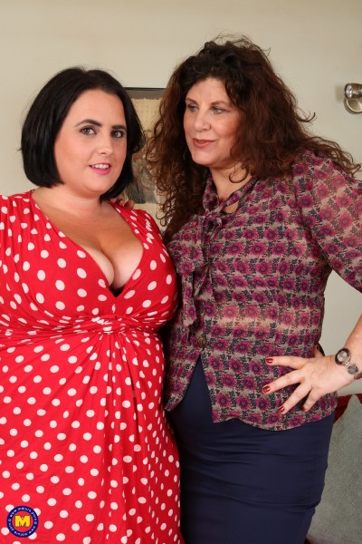 Gilly (EU) (51), Sarah Jane (EU) (31) - Curvy housewives fooling around on the couch (2017/Old-and-Young-Lesbians/Mature.nl/SD)
