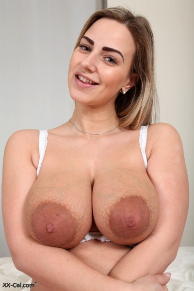 Nathaly Cherie - Queensized Areolas (2017/XX-Cel/1080p)