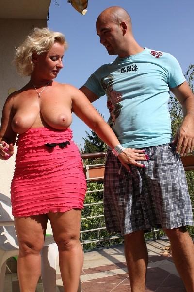 Amateurs - Big tits Milf Silvia is back (2016/Tuttifrutti.club/HD)