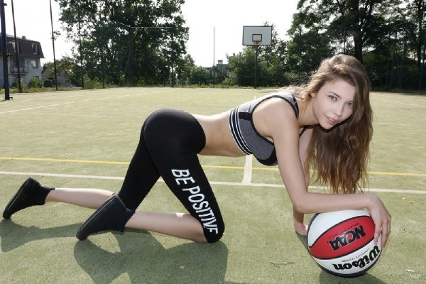 Milla - Too Sexy For NBA (2017/Watch4Beauty/1080p)