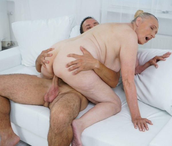 Sila - Lustful Golden Girl (2017/LustyGrandmas/21Sextreme/SD)
