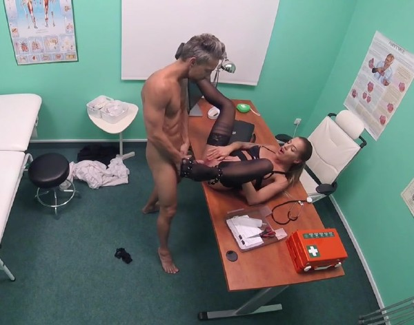 Silvia Dellai - Hot estate agent loves sucking cock (2017/FakeHospital/FakeHub/SD)
