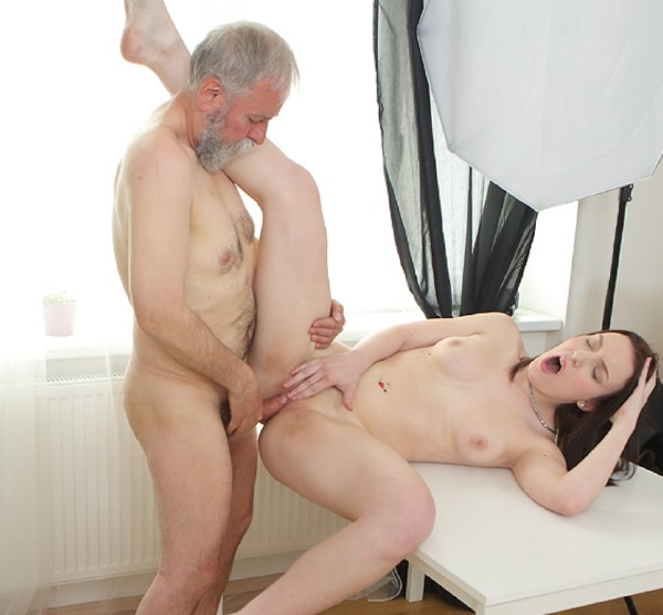 Foxy Fox - Tricky teacher shoots his dick moving inside a fresh brunette student (2017/OldGoesYoung/SD)