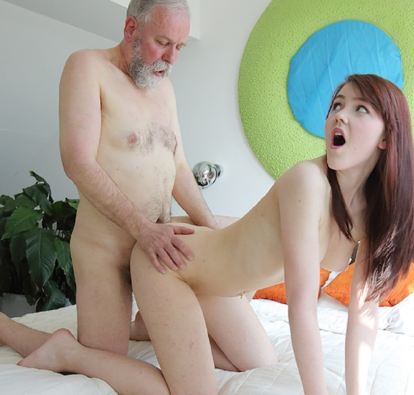 Geny - Unexpected sex visitor joins masturbating brunette through a window (2017/OldGoesYoung/SD)