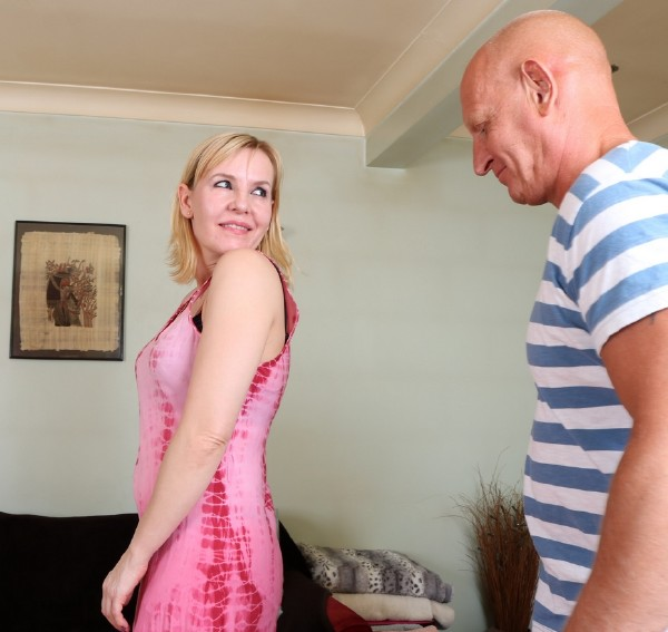 Kate Aveiro EU 38 - British housewife fucking and sucking (2017/Mature.nl/1080p)