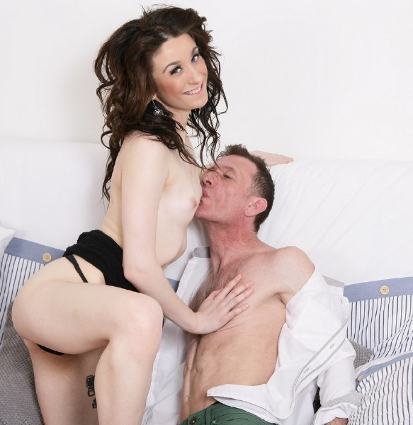 Sophie EU 18 - Hot British babe has sex with a dirty old man (2016/Mature.nl/1080p)