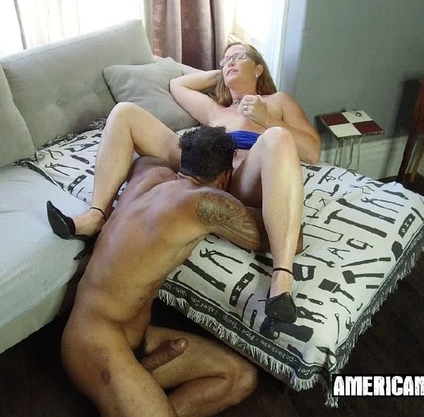 Sienna - Huge and Hard for Horny Housewife (2017/American-Pornstar/SD)