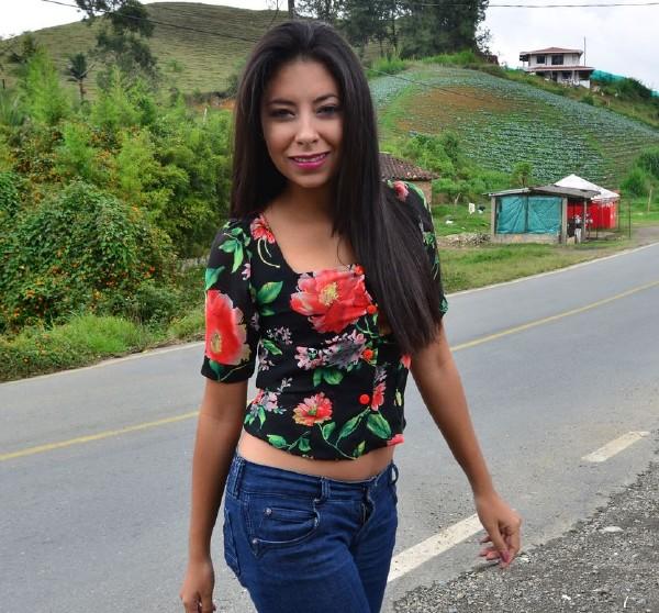 Mary L. - Naughty brunette Latina enjoys hot oily pickup and fuck (CarneDelMercado/PornDoePremium/SD)