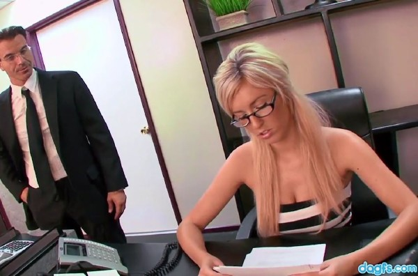 Victoria White - Secretary Victoria White Gets Fucked By The Boss (2017/BustyGFsExposed/DaGFs/HD)