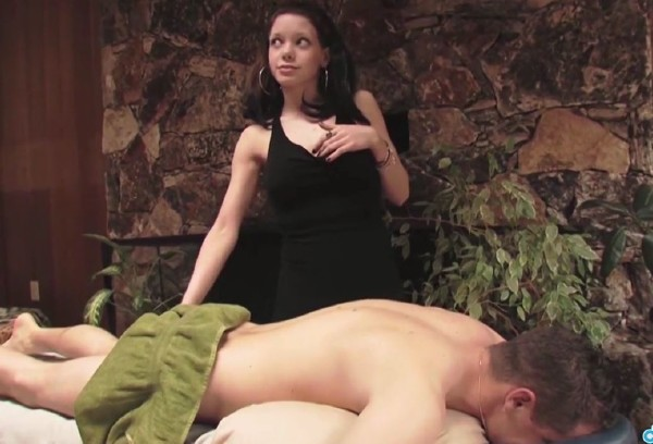 Roxie - New masseuse gives a good impression (2017/RealGFSExposed/DaGFs/HD)