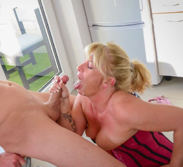 Teresa - Naughty German amateur granny enjoys hardcore sex and cum in mouth (XXXOmas/PornDoePremium/SD)