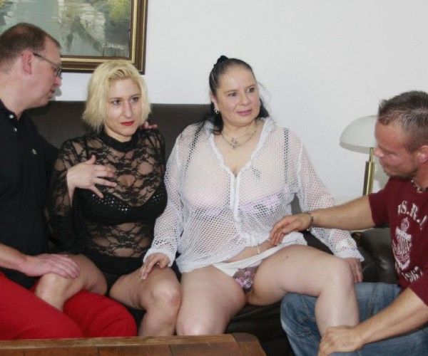 Teresa, Maria - Amateur German foursome with chubby blonde and brunette grannies (XXXOmas/PornDoePremium/SD)