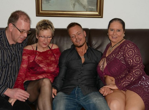 Maria D, Angelika J - Amateur German grannies get fucked and cum covered in mature foursome (XXXOmas/PornDoePremium/SD)