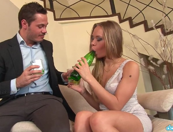 Willa - Teen Willa Thanks Her Sugar Daddy With A Tight Fuck (2017/RealGFSExposed/DaGFs/HD)