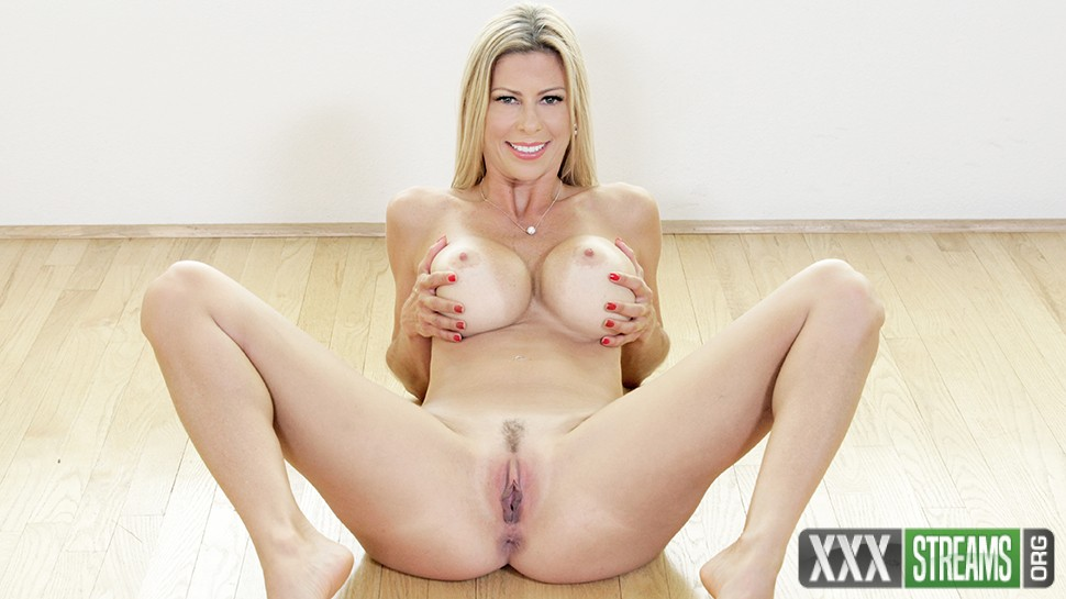 Alexis Fawx - Wet Pussy In Waiting (PureMature)