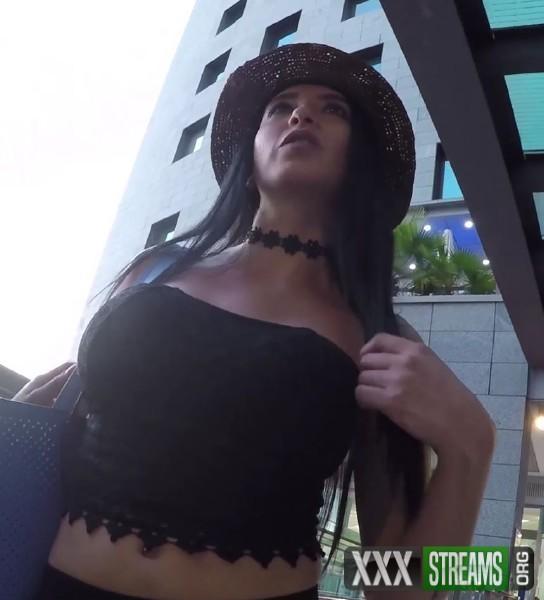 Estrellita - Estrellita makes her debut (2017/TheFuckingRoom/CumLouder/1080p)