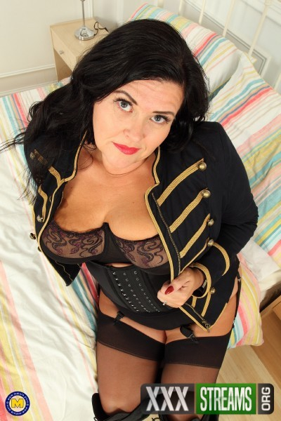 Katie Coquard (EU) (45) - British curvy housewife playing with herself (2017/Mature.nl/SD)