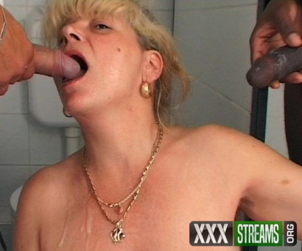 Amateurs - Hairy Milf toilet cleaning lady loves to be fucked in the public wc (2017/TuttiFrutti.club/SD)