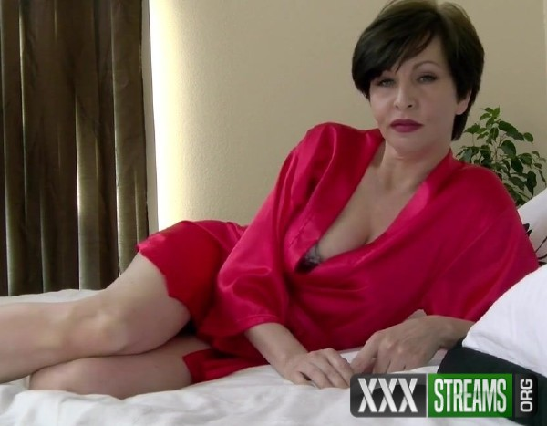 Mrs Mischief - Spooning Mommy (2017/Clips4Sale/ManyVids/HD)