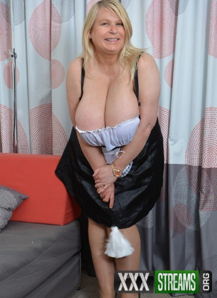 Sammy Sanders EU 48 - British big breasted Sammy Sanders fingering herself (2017/Mature.nl/1080p)