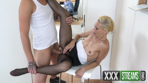 Lola B. - Naughty Czech MILF Lola B. gets fucked and cum covered by young stepson (2017/KinkyInLaws/PornDoePremium/SD)