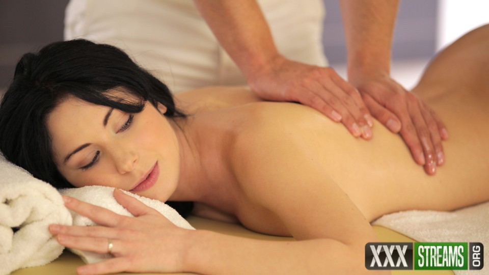 Luna Ora - Hot Oil Massage (NubileFilms)