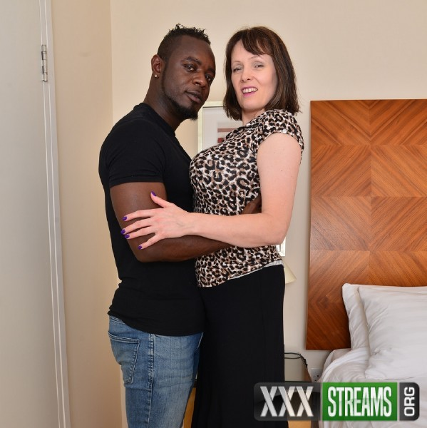 Tigger EU 49 - British big breasted housewife Tigger goes interracial (2017/Mature.nl/1080p)