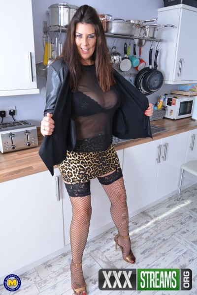 Lulu (EU) (51) - British housewife Lulu with big natural tits (2017/Mature.nl/SD)