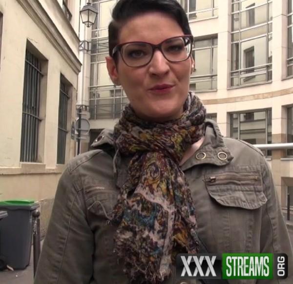 Sue - Sue, 27ans, assistante juridique (2017/JacquieEtMichelTV.net/SD)