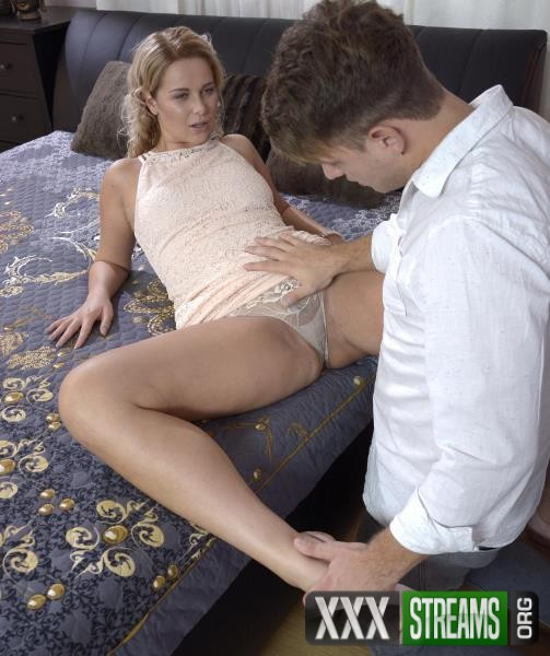 Nikky Dream - Thick blonde Czech sucks fat cock (2017/DaneJones/SexyHub/SD)
