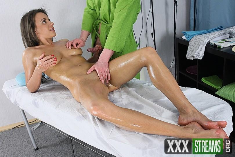 Порно фильм массажист по вызову россия